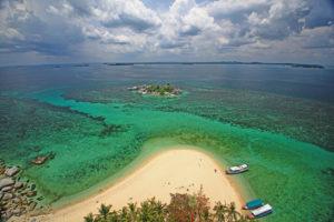 Pulau Lengkuas dari atas mercusuar